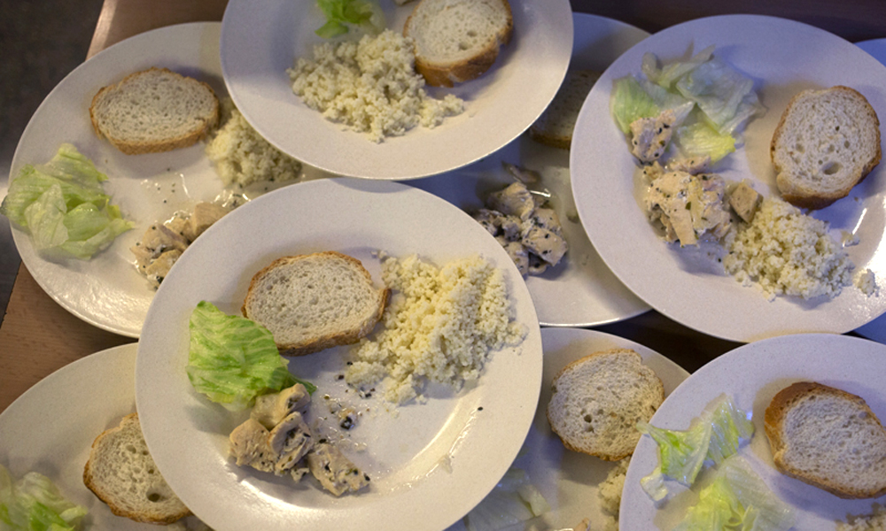 Menjar amb el mateix plat el primer i el segon