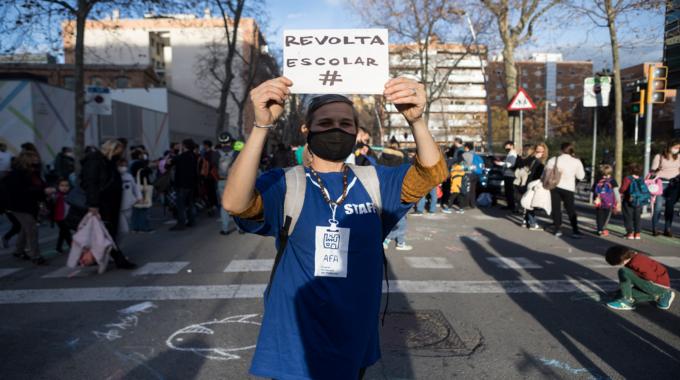 #RevoltaEscola A La Llacuna: Nou Tall De Carrer El 9 D'abril